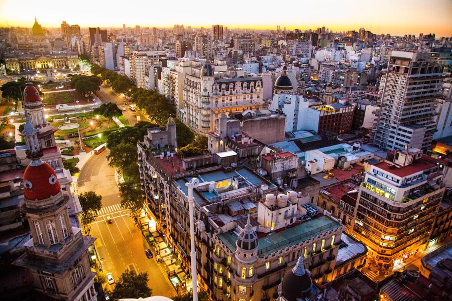 フリー写真 ブエノスアイレスの夕暮れの街並み