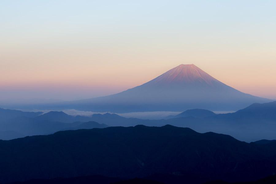 フリー写真 早朝の富士山の風景