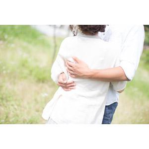 フリー写真, 人物, カップル, 夫婦, 抱き合う, 愛(ラブ)