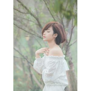 フリー写真, 人物, 女性, アジア人女性, 女性(00201), ベトナム人, ショートヘア, 目を閉じる
