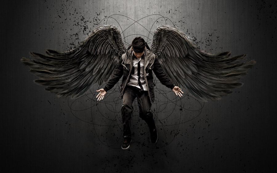 フリー写真 地に堕ちる堕天使の男性