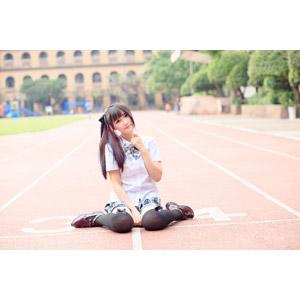 フリー写真, 人物, 女性, アジア人女性, 少女, アジアの少女, 喬喬兒(00135), 中国人, 学生(生徒), 高校生, 学生服, 座る(地面), 女の子座り
