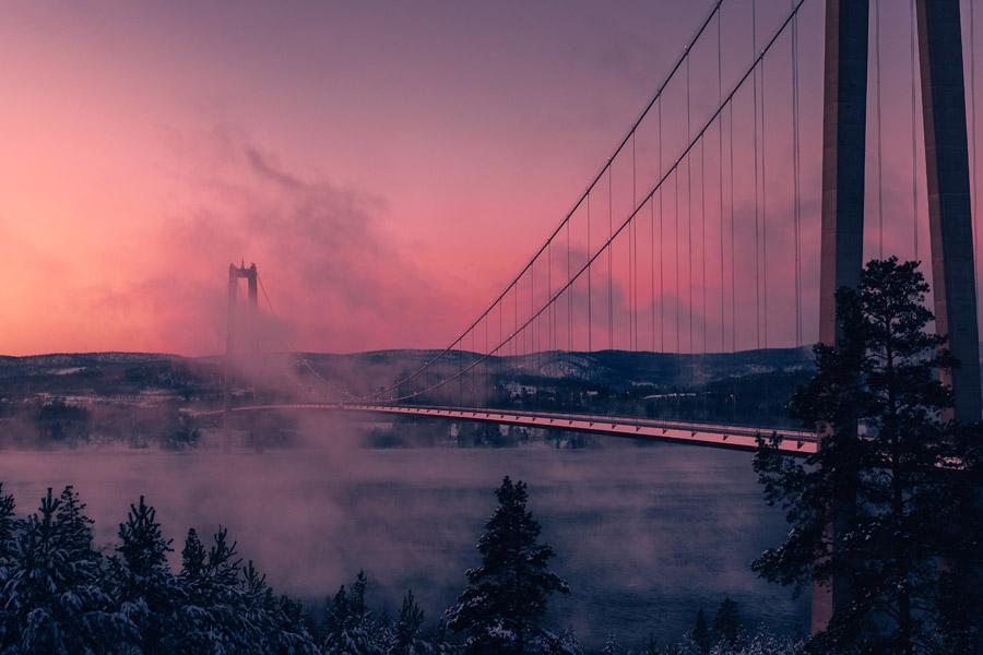 フリー写真 霧に包まれる朝のヘガクステン橋の風景
