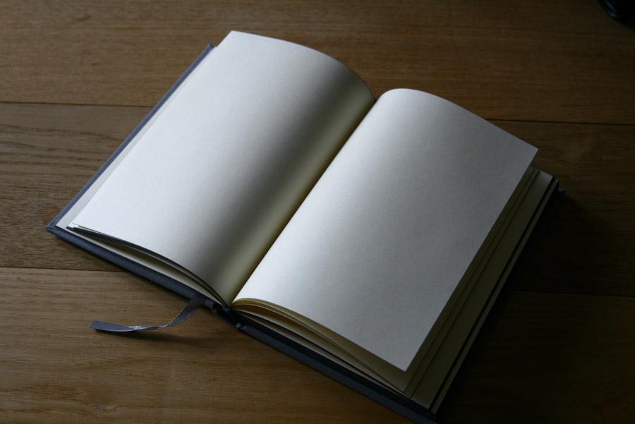 フリー写真 白紙の本