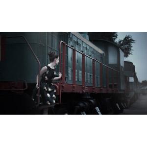 フリー写真, 人物, 女性, 外国人女性, ロシア人, ワンピース, 人と乗り物, 列車(鉄道車両), 汽車, 振り返る