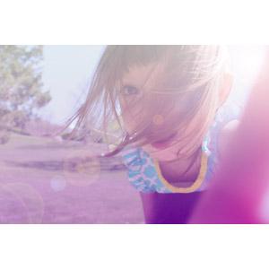 フリー写真, 人物, 子供, 女の子, 外国の女の子, 太陽光(日光), レンズフレア