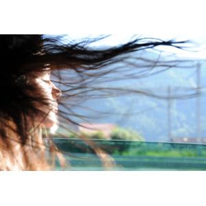 フリー写真, 人物, 女性, 外国人女性, スペイン人, 目を閉じる, 髪がなびく, 横顔