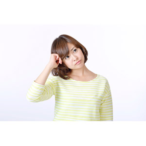フリー写真, 人物, 女性, アジア人女性, 日本人, 女性(00086), 白背景, 頭に手を当てる, 考える, 悩む