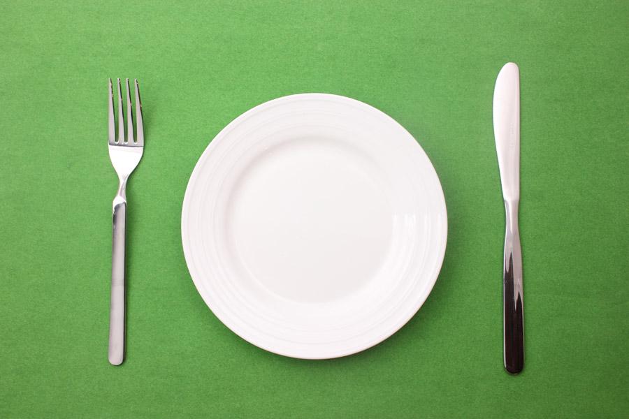 フリー写真 お皿とフォークとナイフ
