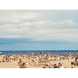 フリー写真, 人物, 人込み(人混み), 人と風景, ビーチ(砂浜), 海, 海水浴, スペインの風景, バルセロナ, バケーション, レジャー