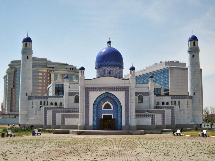 フリー写真 アティラウの中央モスクの風景