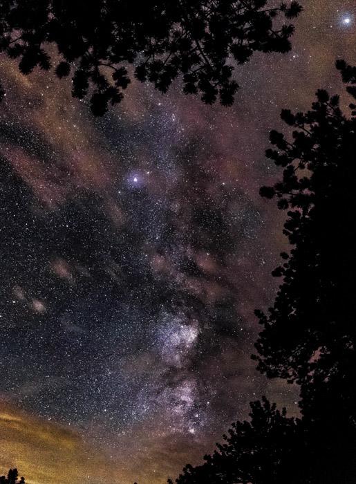 フリー写真 夜空の天の川の風景