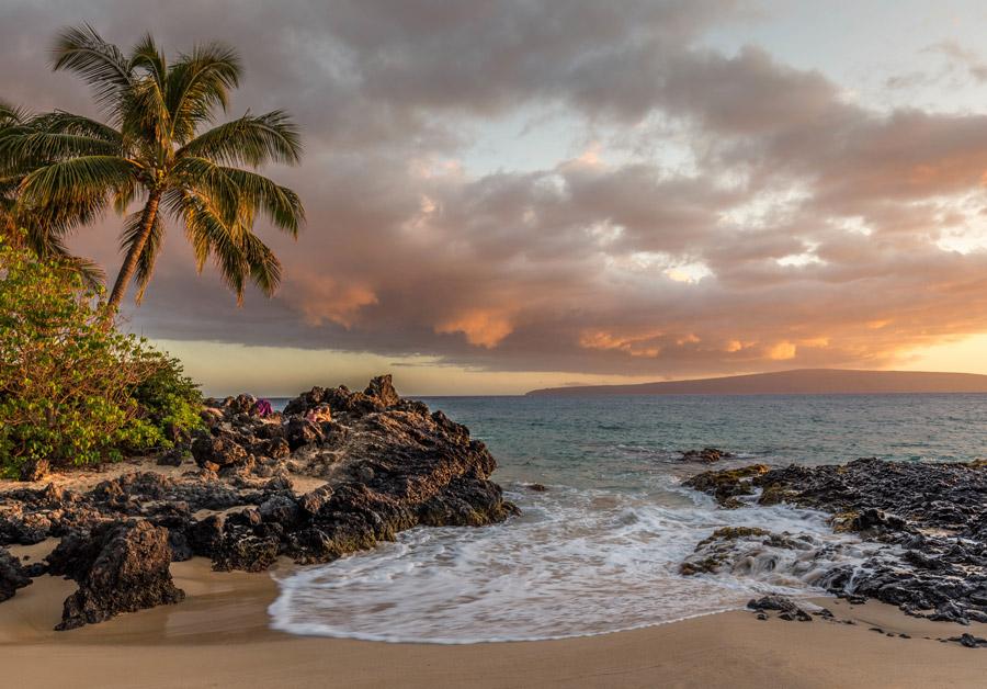 フリー写真 ハワイの夕暮れのビーチ
