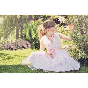 フリー写真, 人物, 子供, 女の子, 外国の女の子, 女の子(00034), ドレス, 人と風景