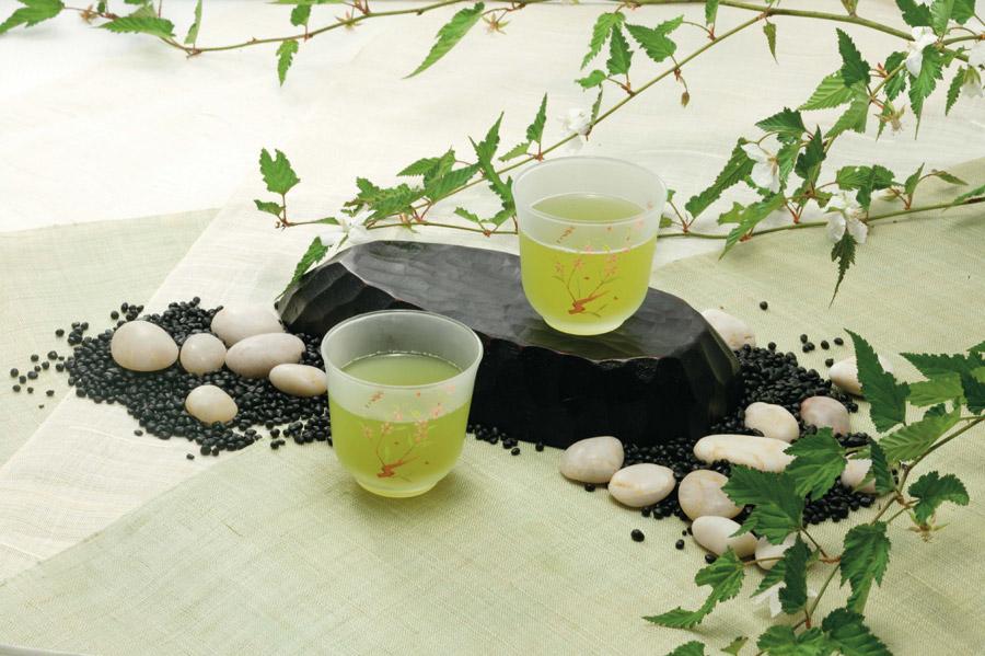フリー写真 緑茶と和風の飾りつけ