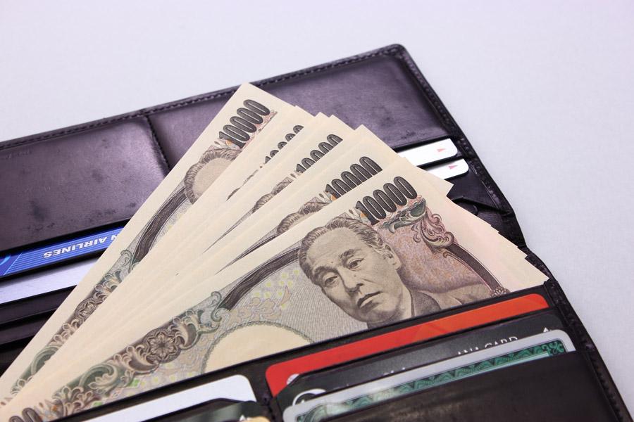 フリー写真 財布の中の一万円札