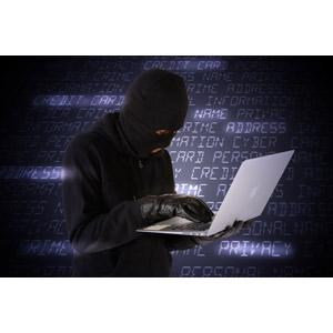 フリー写真, 人物, 犯罪, 犯人, 覆面, サイバー犯罪, サイバーテロ, インターネット, パソコン(PC), ノートパソコン