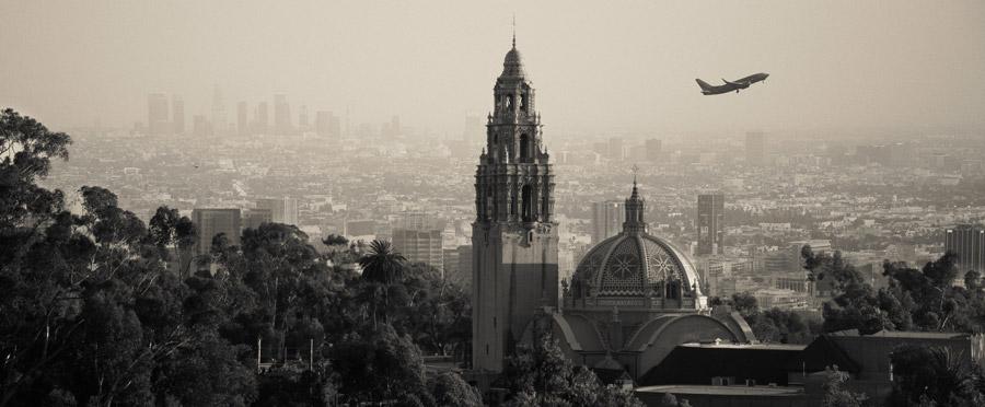 フリー写真 サンディエゴの人類博物館と街並み