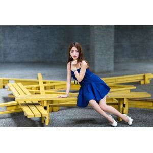 フリー写真, 人物, 女性, アジア人女性, Dora(00078), 中国人, ワンピース, 座る(ベンチ), 横座り