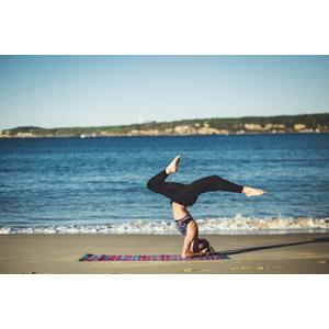 フリー写真, 人物, 女性, 外国人女性, 運動, ヨガ, 体操, 逆立ち, 海, 人と風景