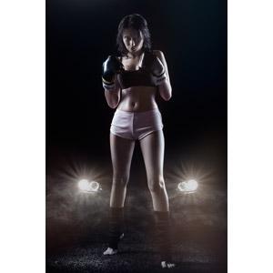 フリー写真, 人物, 女性, 外国人女性, ロシア人, スポーツ, 格闘技, ボクシング, ボクサー, 格闘家, 人と乗り物, 自動車, 夜