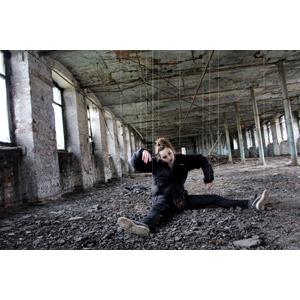 フリー写真, 人物, 女性, 外国人女性, 操り人形, 人と風景, 廃墟