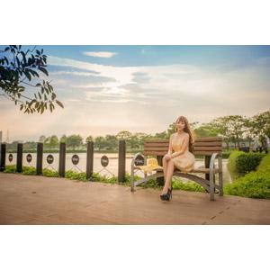 フリー写真, 人物, 女性, アジア人女性, 女性(00214), ベトナム人, 座る(ベンチ), 人と風景