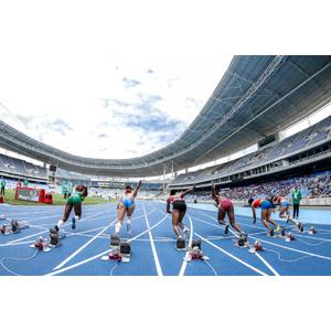 フリー写真, スポーツ, 陸上競技, 短距離走, 位置について、よーいドン, スタート, 陸上競技場, 走る, 後ろ姿, 女性, 集団(グループ)