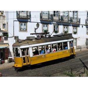 フリー写真, 乗り物, 路面電車, 人と乗り物, ポルトガルの風景, リスボン