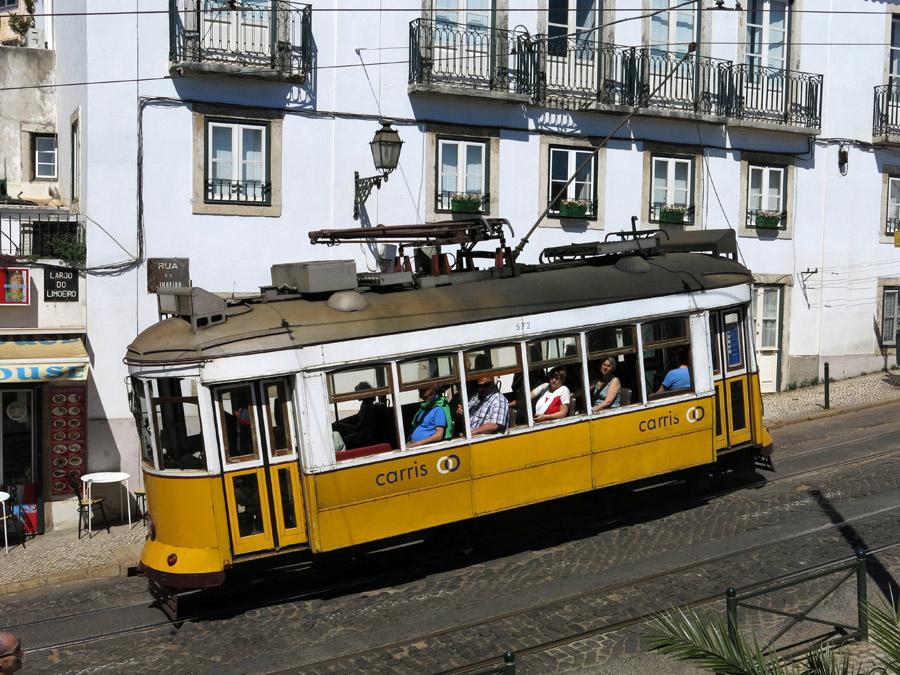 フリー写真 リスボンの街を走る路面電車