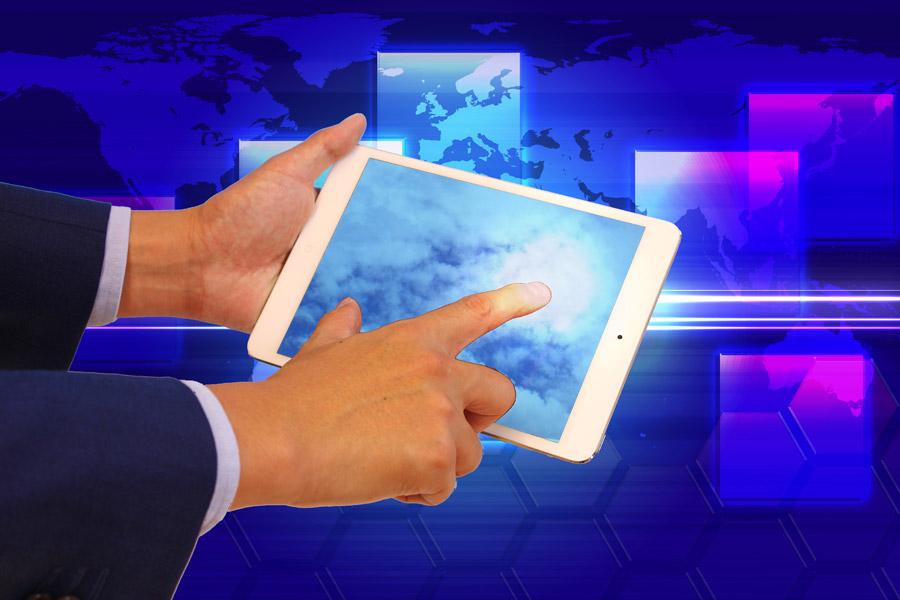 フリー写真 ビジネスで利用するタブレットPC