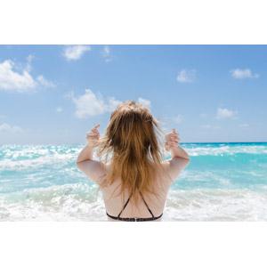 フリー写真, 人物, 女性, 外国人女性, 後ろ姿, 人と風景, 水着, 海, 青空, 海水浴, バケーション, リゾート, メキシコの風景