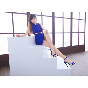 フリー写真, 人物, 女性, アジア人女性, DUDU(00216), 中国人, ドレス, 座る(階段), 足を組む