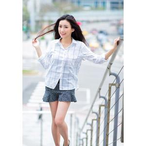 フリー写真, 人物, 女性, アジア人女性, 楚珊(00053), 中国人, ブラウス, ミニスカート, 髪の毛を触る