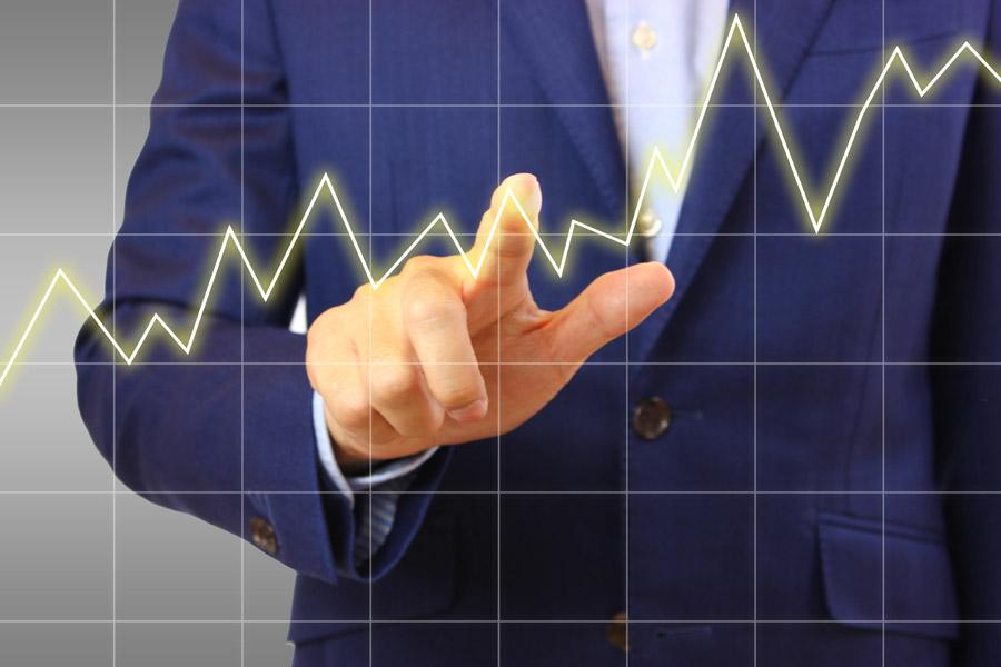 フリー写真 折れ線グラフと指差すビジネスマンの手