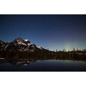 フリー写真, 風景, 自然, 山, 湖, 夜, ジャスパー国立公園, 世界遺産, ロッキー山脈, カナダの風景, 夜空, 星(スター), オーロラ