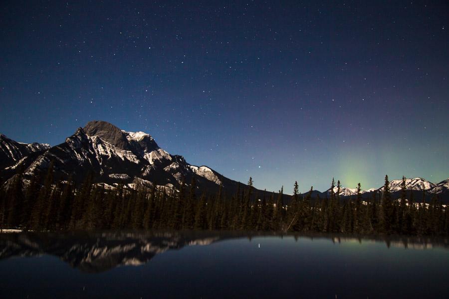 フリー写真 ジャスパー国立公園の夜空と山と湖の風景