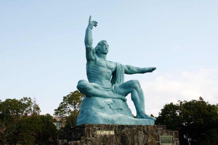 フリー写真 長崎県の平和祈念像