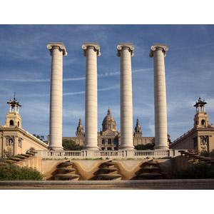 フリー写真, 風景, 建造物, 建築物, 柱, モニュメント, 博物館(美術館), カタルーニャ美術館, スペインの風景, バルセロナ, 飛行機雲