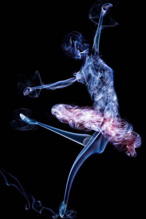 フリーイラスト 煙のバレリーナ
