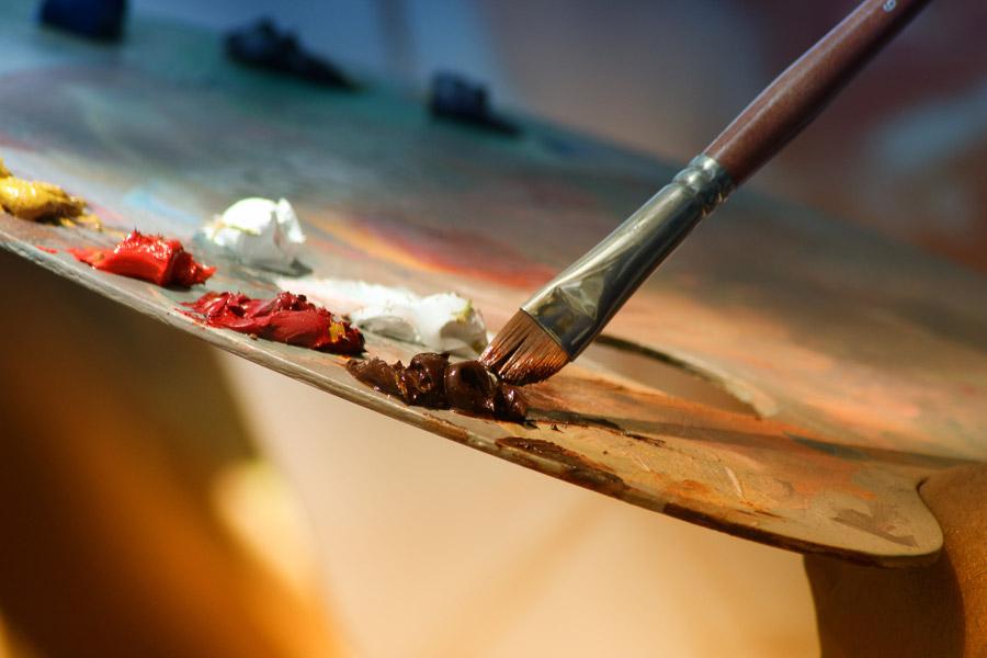 フリー写真 油絵具とパレットと絵筆