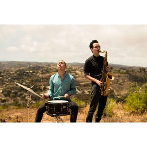 フリー写真, 人物, 男性, 二人, 音楽, 演奏する, 楽器, 木管楽器, サックス(サクソフォーン), 打楽器, ドラムセット