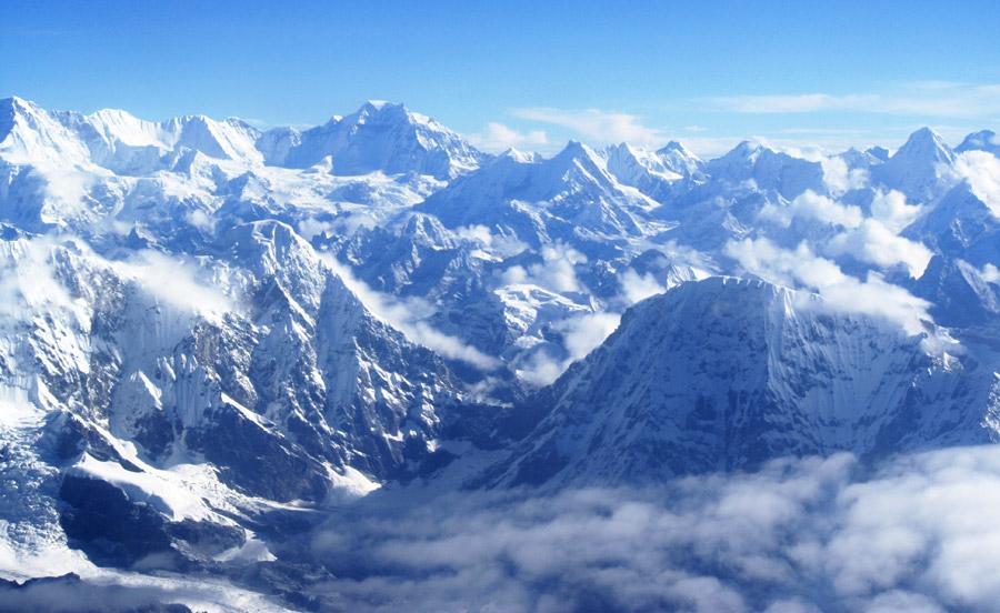 フリー写真 雪に覆われたヒマラヤ山脈の風景