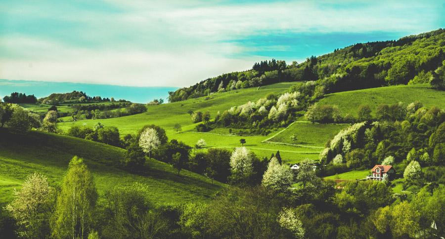 フリー写真 牧草地の広がるドイツの田舎の風景