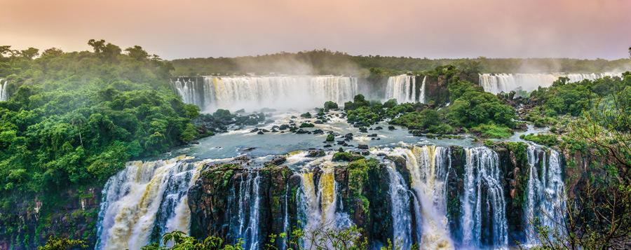 フリー写真 世界遺産のイグアスの滝の風景