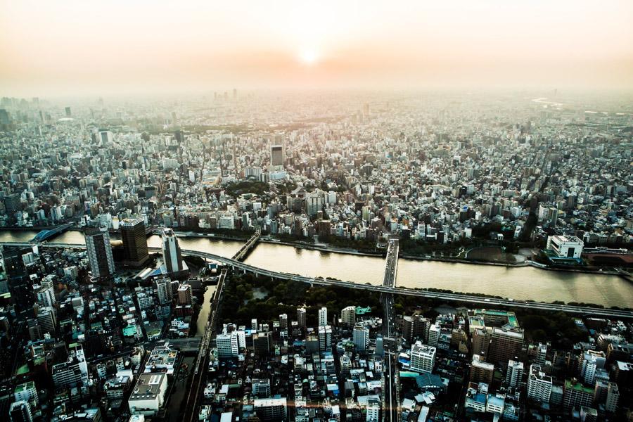 フリー写真 隅田川と東京都墨田区の都市風景