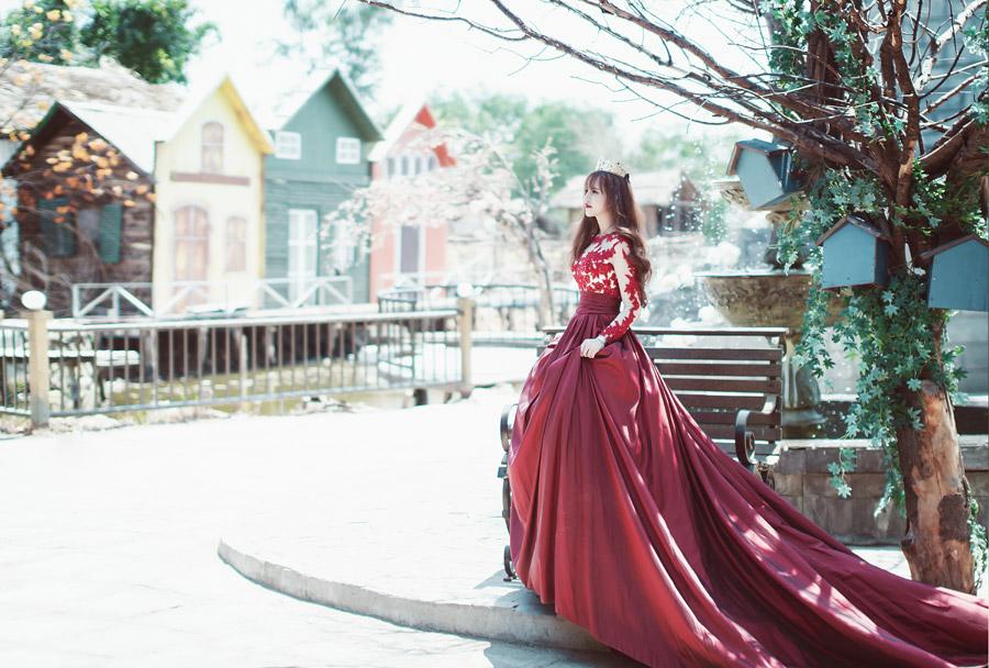 フリー写真 王女と街の風景