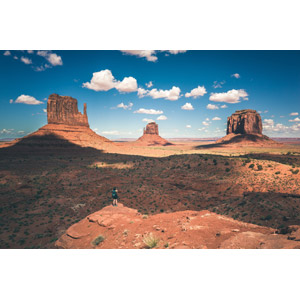 フリー写真, 風景, 自然, 岩山, アメリカの風景, ユタ州, アリゾナ州, 人と風景, 後ろ姿, 眺める, モニュメント・バレー