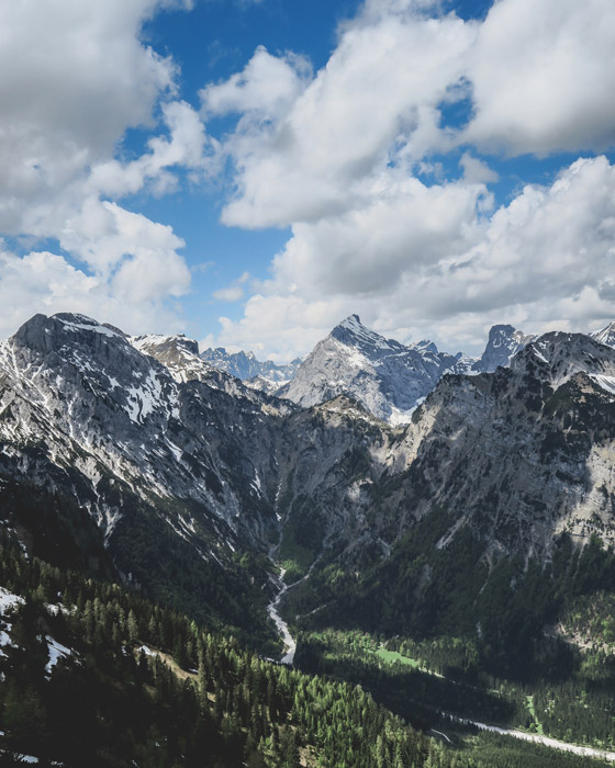 フリー写真 ペルティサウの山脈の風景