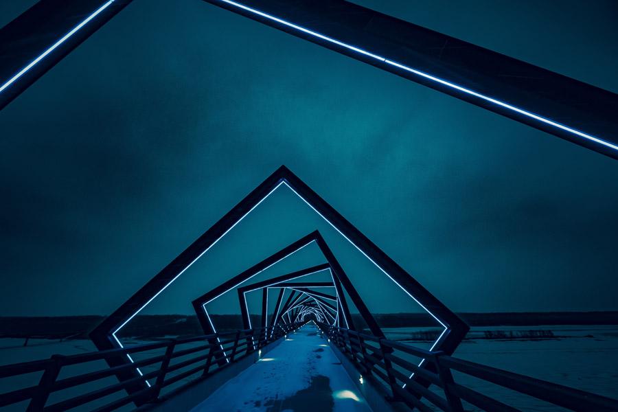 フリー写真 夜のハイ・トレッスル・トレイル橋の風景